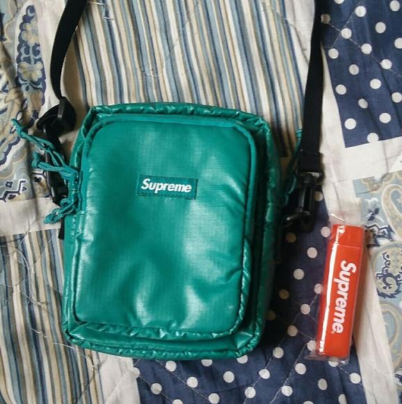 8ac8597d9e7d Supreme fw17 cordura shoulder bag teal. M 5b19f3d7534ef9971bde5d7e
